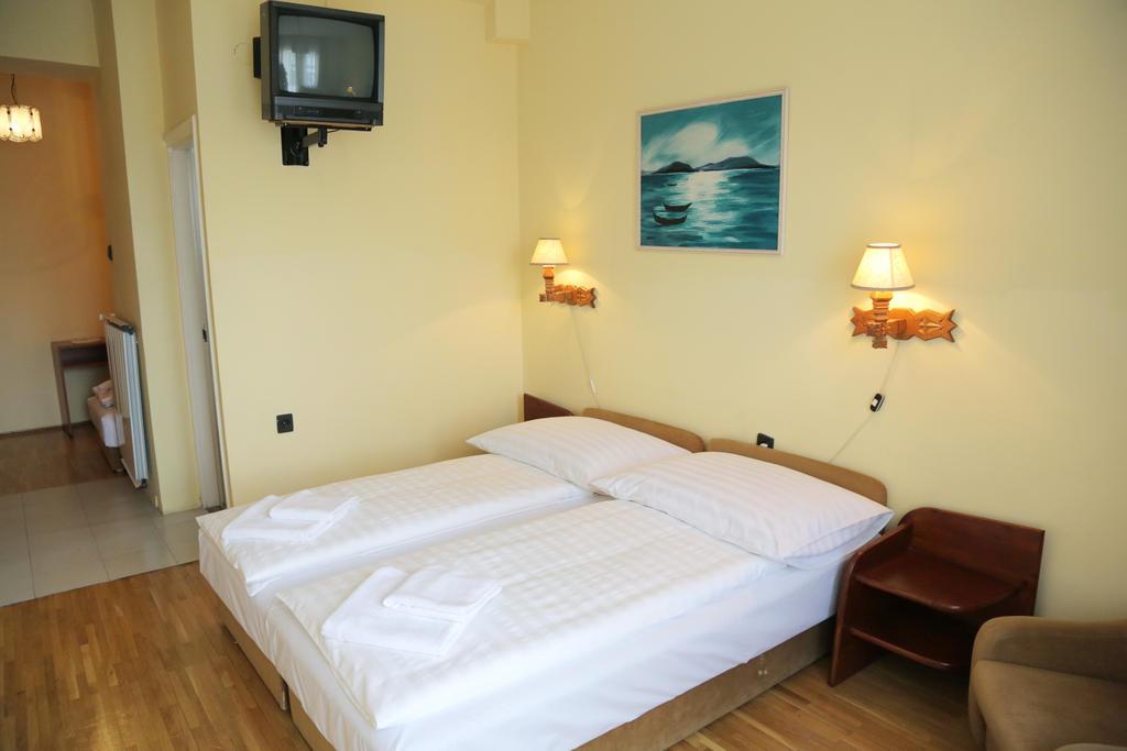 Image #3 - Hotel Bara Junior - Budapest