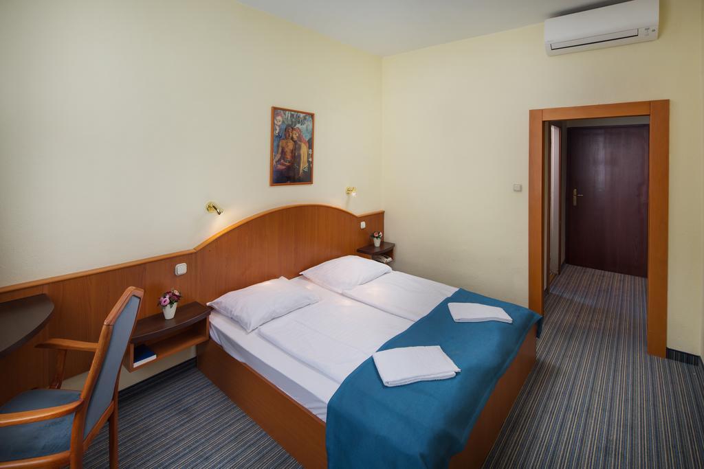 Image #2 - Hotel Benczur - Budapest