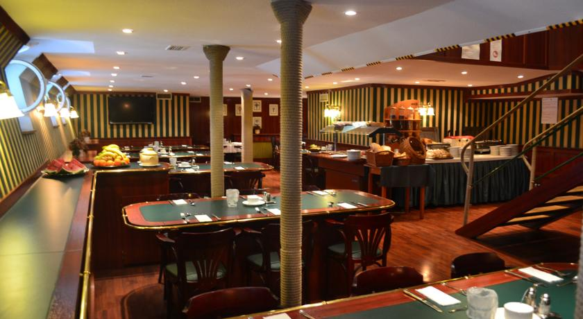 Image #2 - FORTUNA Boat Hotel & Restaurant - Budapest