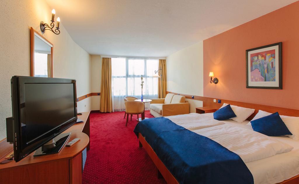 Image #2 - Hotel Mediterran - Budapest