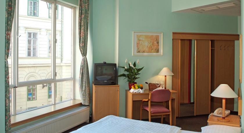 Image #4 - City Hotel Pilvax - Budapest