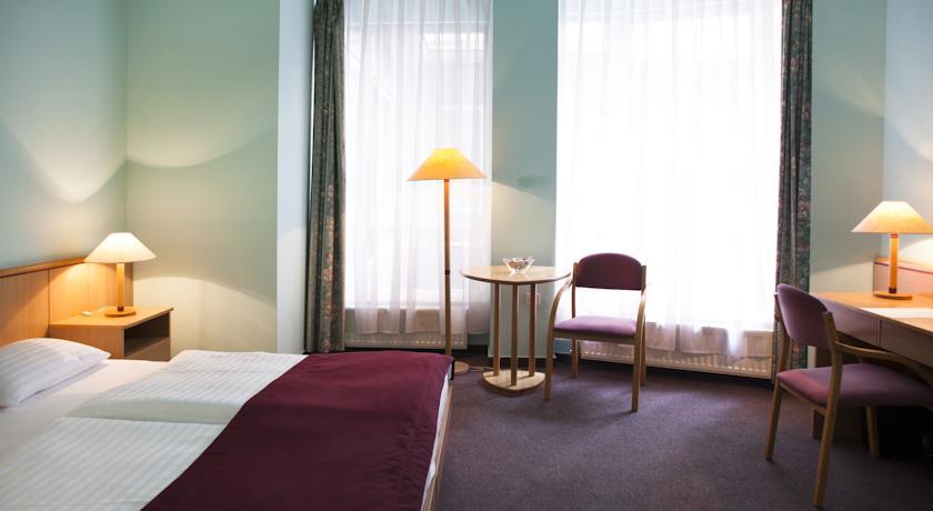 Image #10 - City Hotel Pilvax - Budapest