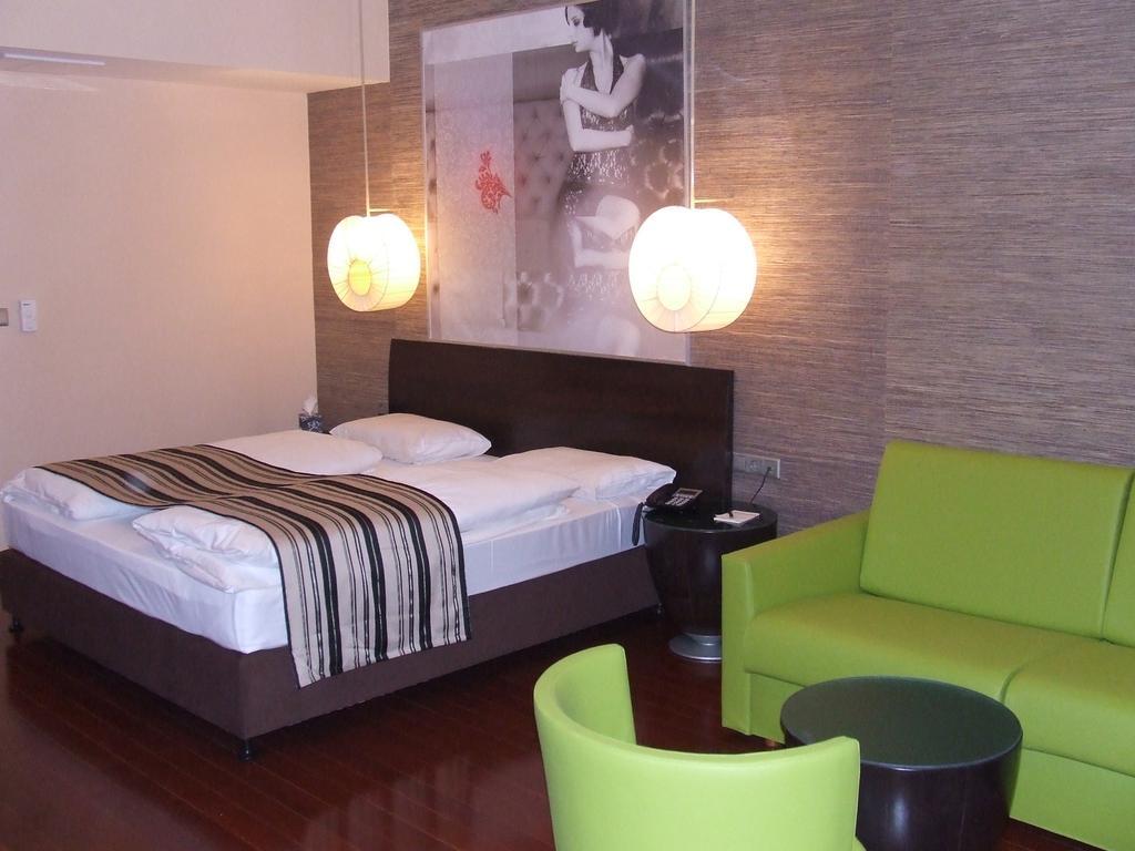 Image #2 - Hotel Soho - Budapest